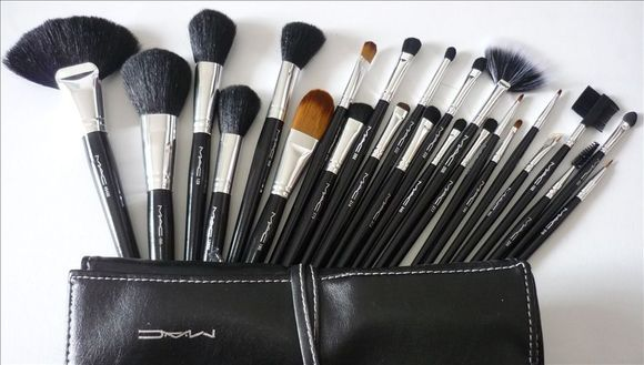 set de pinceaux maquillage mac